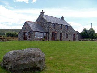 Beautiful Holiday Cottage 3 beds with private access to Dunmanus Bay