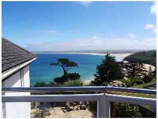 Stylish and private front line house with sea views in St Ives