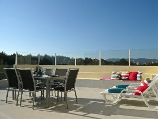 Cascais, 7 min walk from ocean, bright, top floor apartment, with large terrace