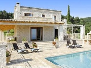 Luxurious Villa With Private Pool And Stunning Views, 4 bedrooms and 5 bathrooms