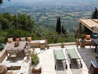 Villa con giardino e straordinaria vista sull'Umbria