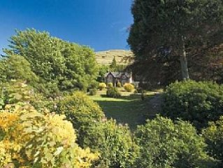 Family & pet friendly home from home overlooking Loch Long, by Loch Lomond