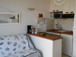Tres Joli studio avec vue magnifique sur le Port de Plaisance et la mer!!