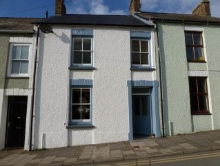 Bright And Airy Mid-Terrace House Near The Centre Of St Davids