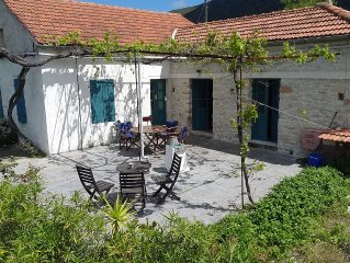 Rural Cottage 2 minutes drive from the sea