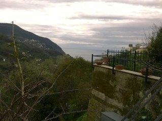 bilocale vista mare 3 km da Moneglia, negli ulivi, con giardino, parcheggio priv