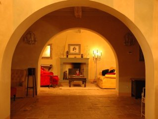 Unrivalled space, comfort and views on hill near Lucca between Florence and Pisa