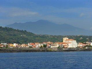 Santa Tecla Di Acireale: Dimora sulla scogliera di Sicilia, vista mozzafiato e a
