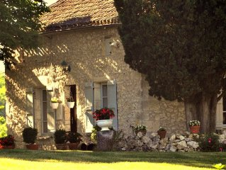 Cottage with private pool, large grounds, pittoresque village