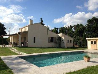 Chateaurenard, villa, 6/8 pers. 3 chambres, 3 sdb ,au  calme,proche du village
