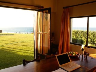 Casa com grande jardim em cima do mar em Porto Covo, Alentejo