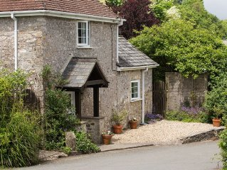 Lidyates, a cosy cottage near Lyme Regis with a lovely private garden