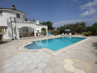 Villa within walking distance of the sea walkway