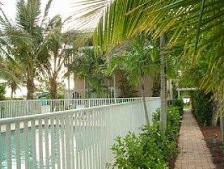 Turtle Bay Condos, Heated Pool, Beach, Dock, Free Wi-Fi