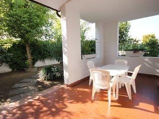 Invitante villetta trilocale con 6 posti letto, piscina condominiale e giardino