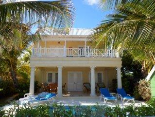 'Sunburst' Elegant villa with pool and ocean view