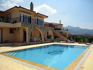 Emmerald Villa   with Wifi Private Pool BBQ AC fantastic Sea and Mountain Views