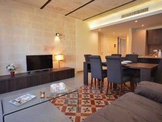 Orangerie Lodge, Renovated Apartment with Contemporary Interior & sea views