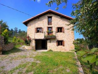 Caserío en la Costa Vasca (Urdaibai). Mar y montaña. A 45 km de Bilbao. EBI0028
