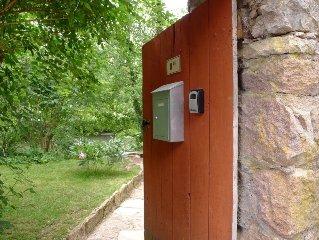 Romantic - River Bank Getaway - Outdoor cooking - NEW Italian Shower - WIFI