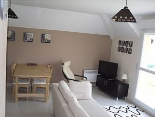 Modern Accommodation Near Golf Course and Coast - 3 Bedrooms - Sleeps 6