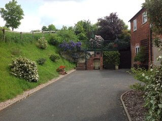 The ideal base for touring. Secluded rural setting on the edge of Shrewsbury!