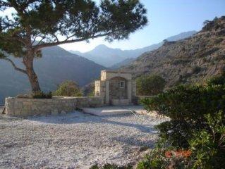 Vouno Spiti met woon-veranda, grote tuin en volop privacy,