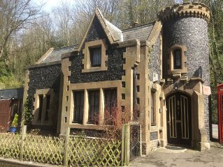 Fairy Tale Mini Gothic Castle 1 bed Holiday Cottage,Pet friendly,East Kent Coast
