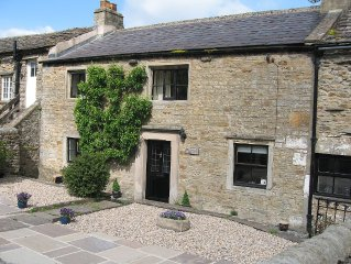 Traditional Dales Cottage with stunning views,
