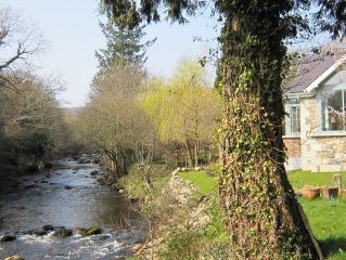 Stunning luxury cottage/villa positioned on the banks of the Avonbeg River