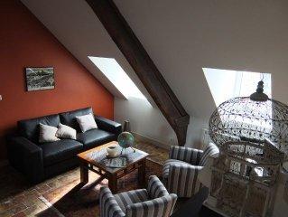 Spacieux appartement de charme situe en plein centre historique de Honfleur.