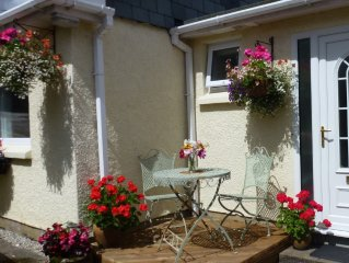 Holiday cottage in quiet location with parking, patio garden.Wifi.Food hamper.