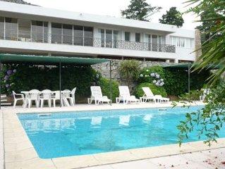 Grande villa moderne avec piscine et parc, dans un village proche de Calvi