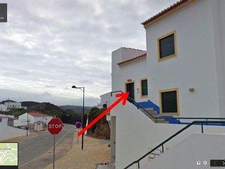 Centro da Vila da Carrapateira, perto da praia do Amado e Bordeira -   AL N04598