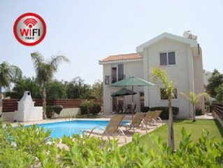 Luxury detached villa with private pool & terrace & sea views free SkyTV & Wifi