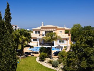 Stunning 5 bed villa, sea views, with jacuzzi, pool, garden, BBQ, WI-FI