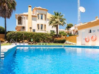 Very well maintained townhouse with pool, terrace and 100 m from the beach
