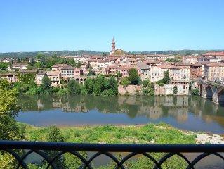 Appartement avec terrasse au bord du Tarn et au cœur de la cité historique