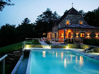 Luxurious large cottage 5 Star/pool/far-reaching views in beautiful countryside