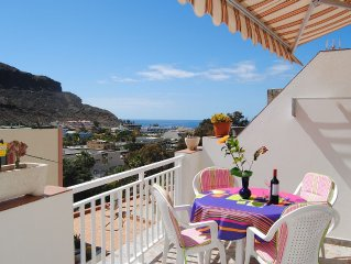 "Nice, comfortable and spacious apartment with nice views, ""the sea"" in the back"