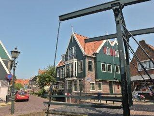 Luxe appartement in het hart van het centrum van Volendam 30 meter van de haven.