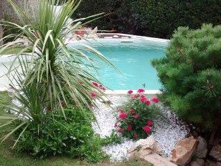 Belle villa  bord de mer avec piscine et jardin paysagé