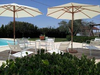 Villa immersa nel verde con piscina attrezzata, massimo relax, animali ammessi