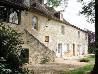 Maison ancienne tout en pierre calme et ressourcante en Perigord noir.