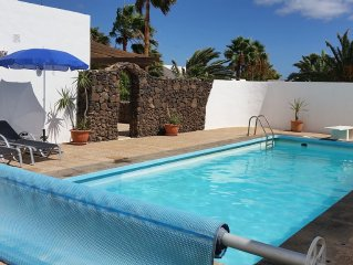 Private villa secluded pool English tv/wifi close to beach & restaurants