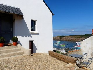 House with view of the sea and Conquet Harbour, t