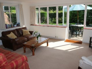 Delightful cottage in Newick, secluded enclosed garden, single storey