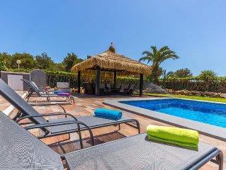 Fabulous Modern Villa * Wi Fi * Very Private * Heated Pool + Air Con (optional)