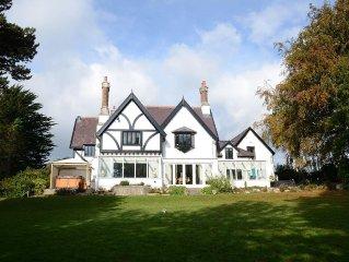 Luxury Family Entertaining Home Close to Beaumaris