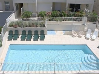 Large Luxury 2 Bed Apartment With Pool, Satellite TV & WiFi